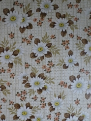 Vintage floral wallpaper with white daisys